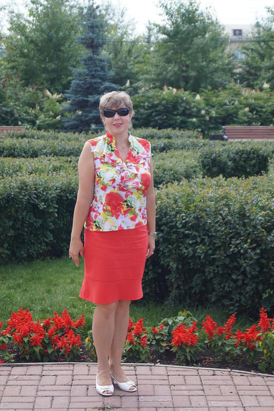Красная блузка своланами