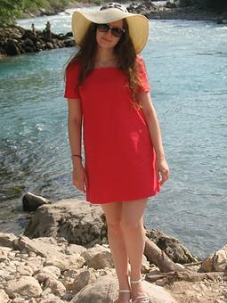 Работа с названием Little red dress