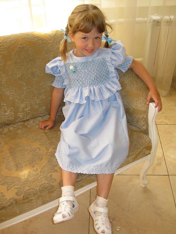 Буфы наголубом платье