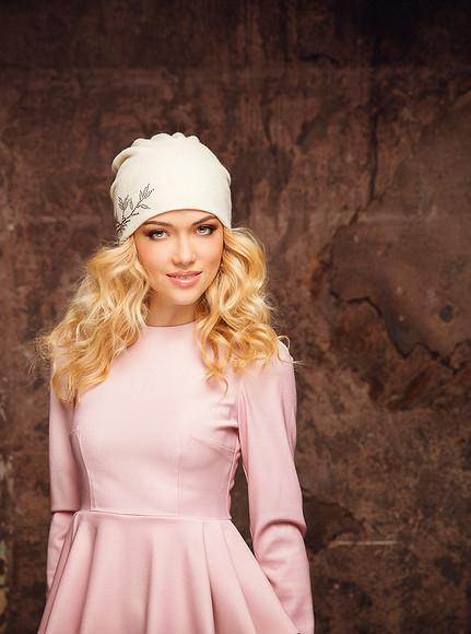Модные шапки отAnna Jollini