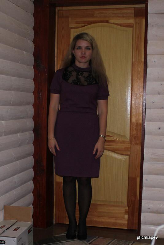 Платье скружевной вставкой