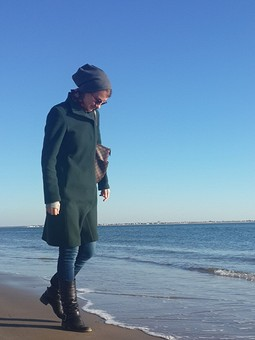 Работа с названием Зелёное пальто