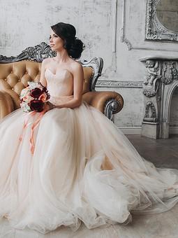 Работа с названием Самое красивое платье в жизни девушки-свадебное