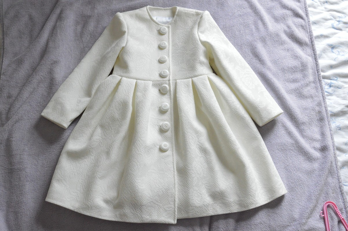 Нарядное пальто длядевочки