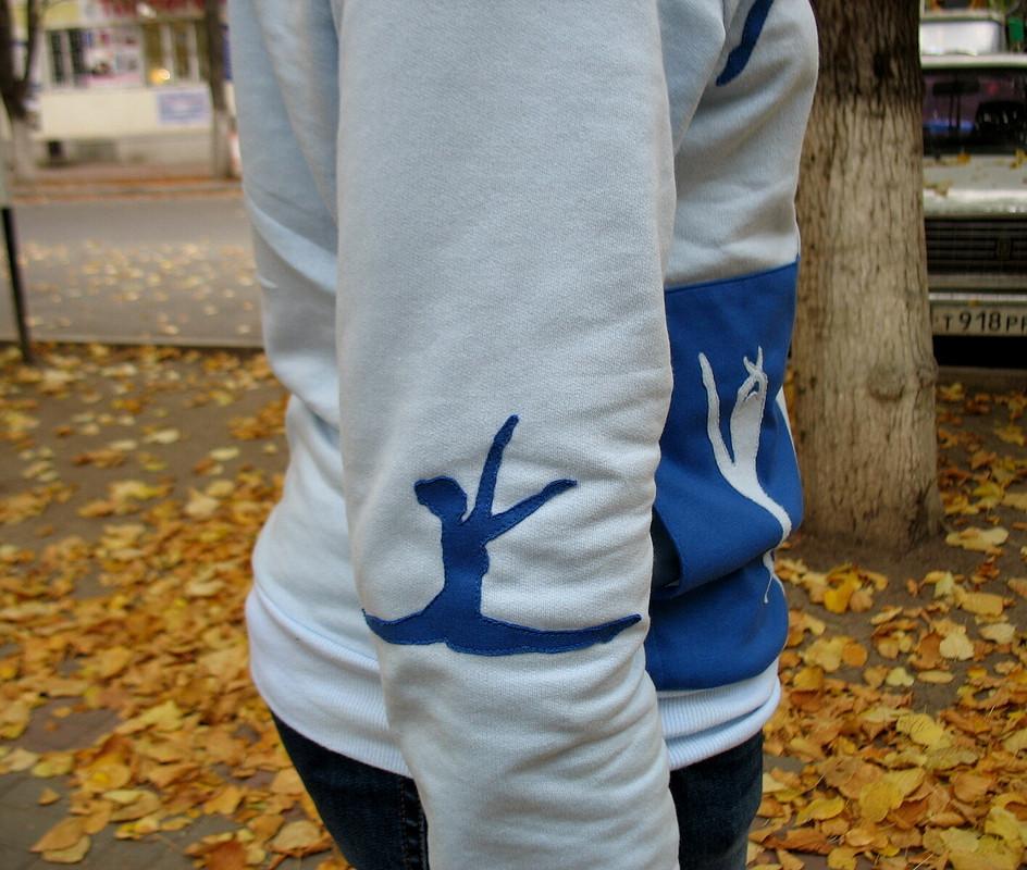 Пуловер сдевушками