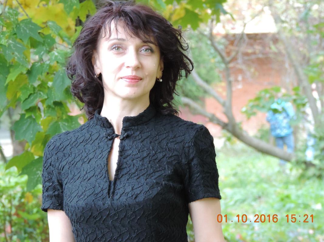 Чёрное платье восенних листьях