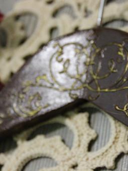 Работа с названием Красивый гардероб начинается с красивой вешалки
