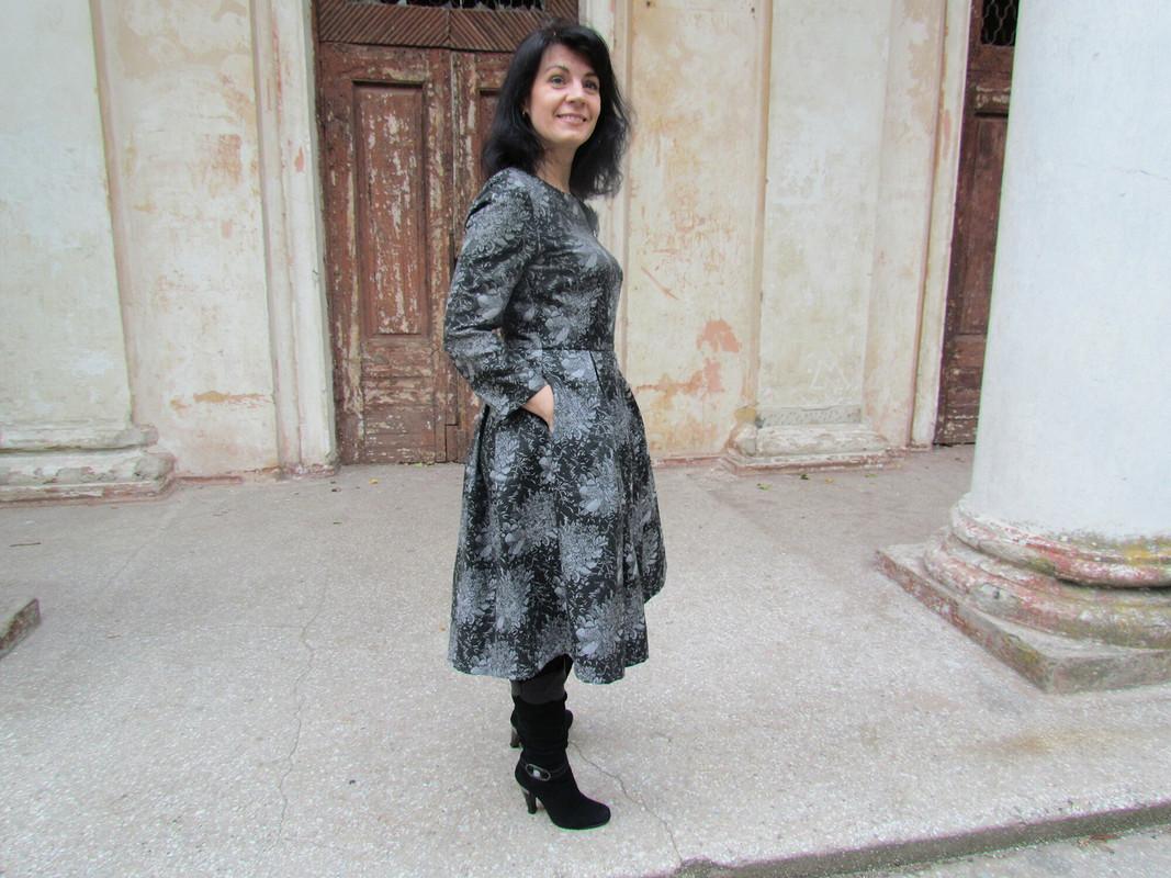 Платье вхризантемах