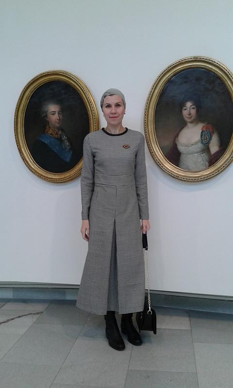 Скромное деловое платье от Irbisena