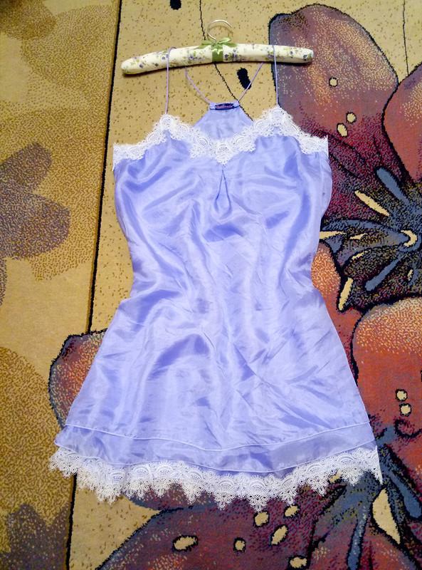 Шелковое трехслойное платье скружевом
