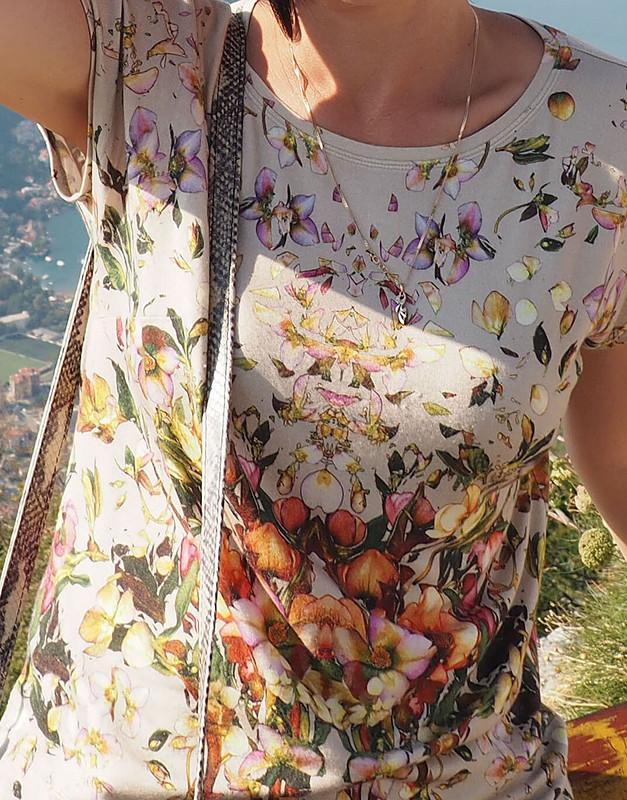 Блуза. Иснова два шва, иснова цветочки