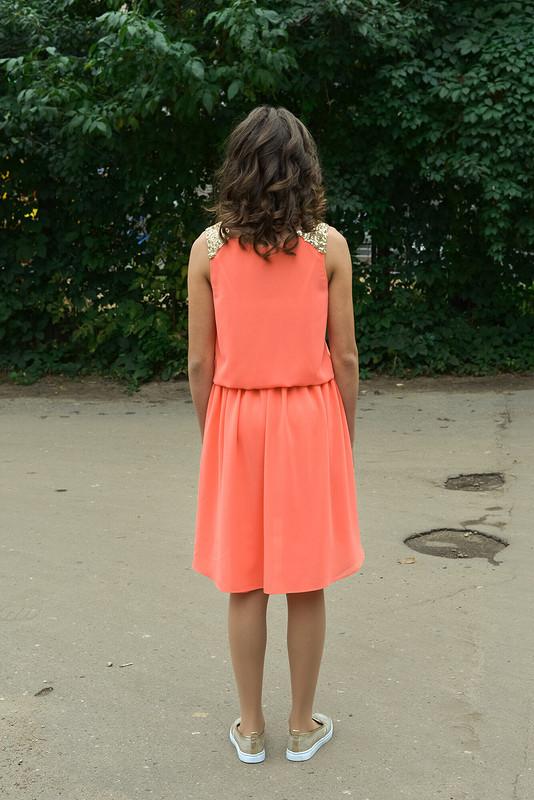 Коралловое платье длядочки