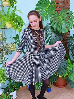 Работа с названием Это платье простое