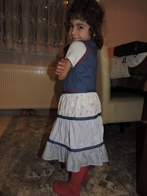 Платье надевочку изостатков