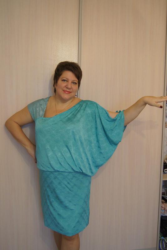Платье сассиметрией