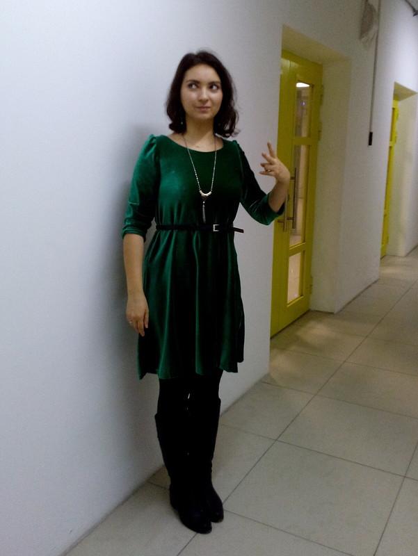 Бархатное зеленое платье