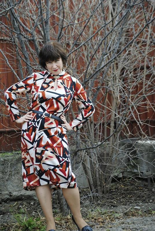 Теплое пестрое платье