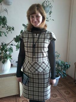 Работа с названием Костюм из юбки и жилетки с баской