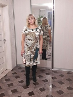 Работа с названием Платье трикотажное с образом девушки