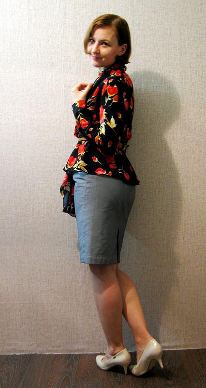 Блузка сшалевым воротником