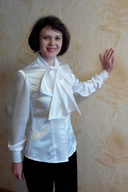 Хоровод друзей. Белая блузка сбантом :-)