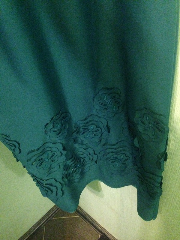 Платье насвадьбу взеленом