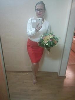 Работа с названием Красная юбка