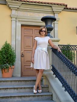Работа с названием Платье с обложки