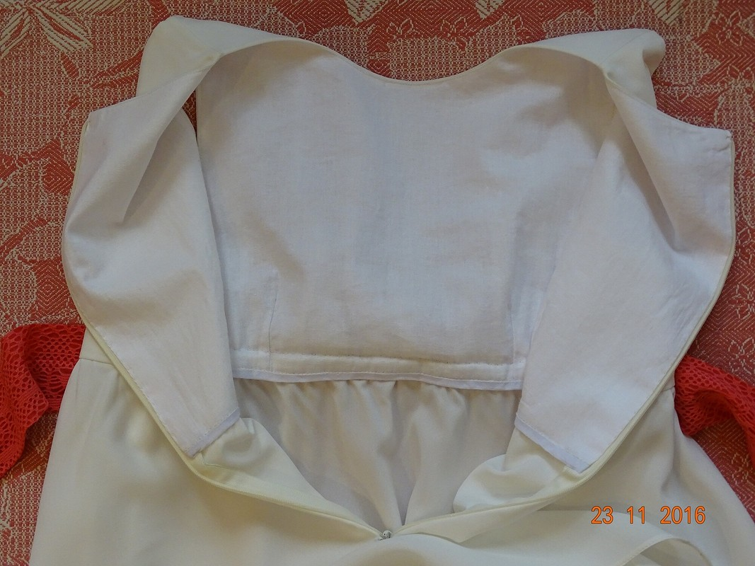 Платья длядевочек: маленькие ибольшие)