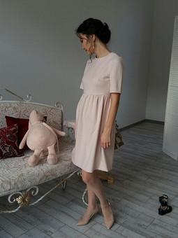 Работа с названием Теплое светлое платье