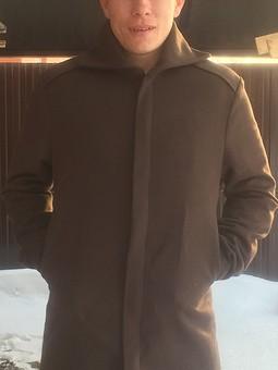 Работа с названием Первое мужское пальто