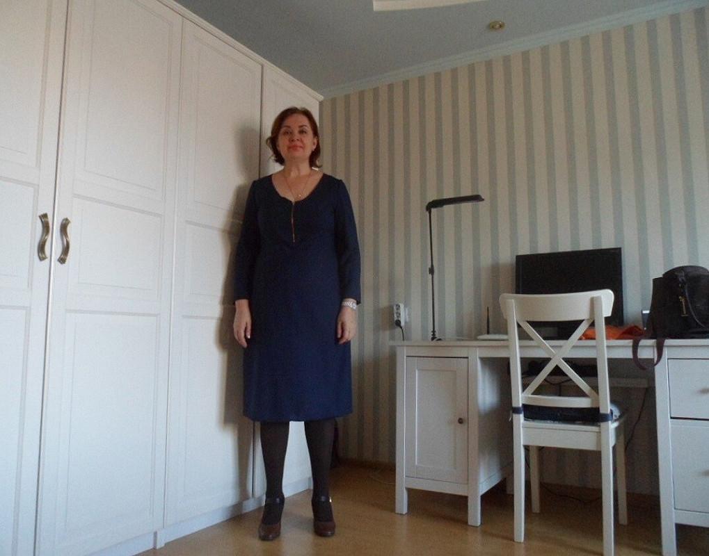 Платье изтонкой шерстяной ткани.