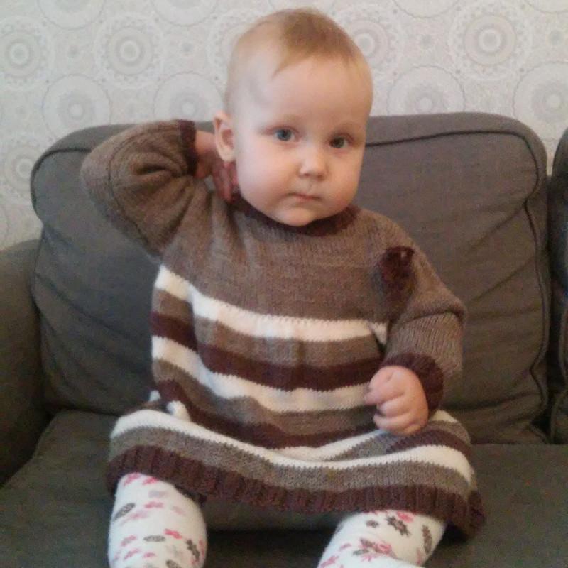 Платье дочке изостатков пряжи от OlgaBus