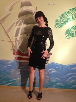 Работа с названием Платье с пайетками