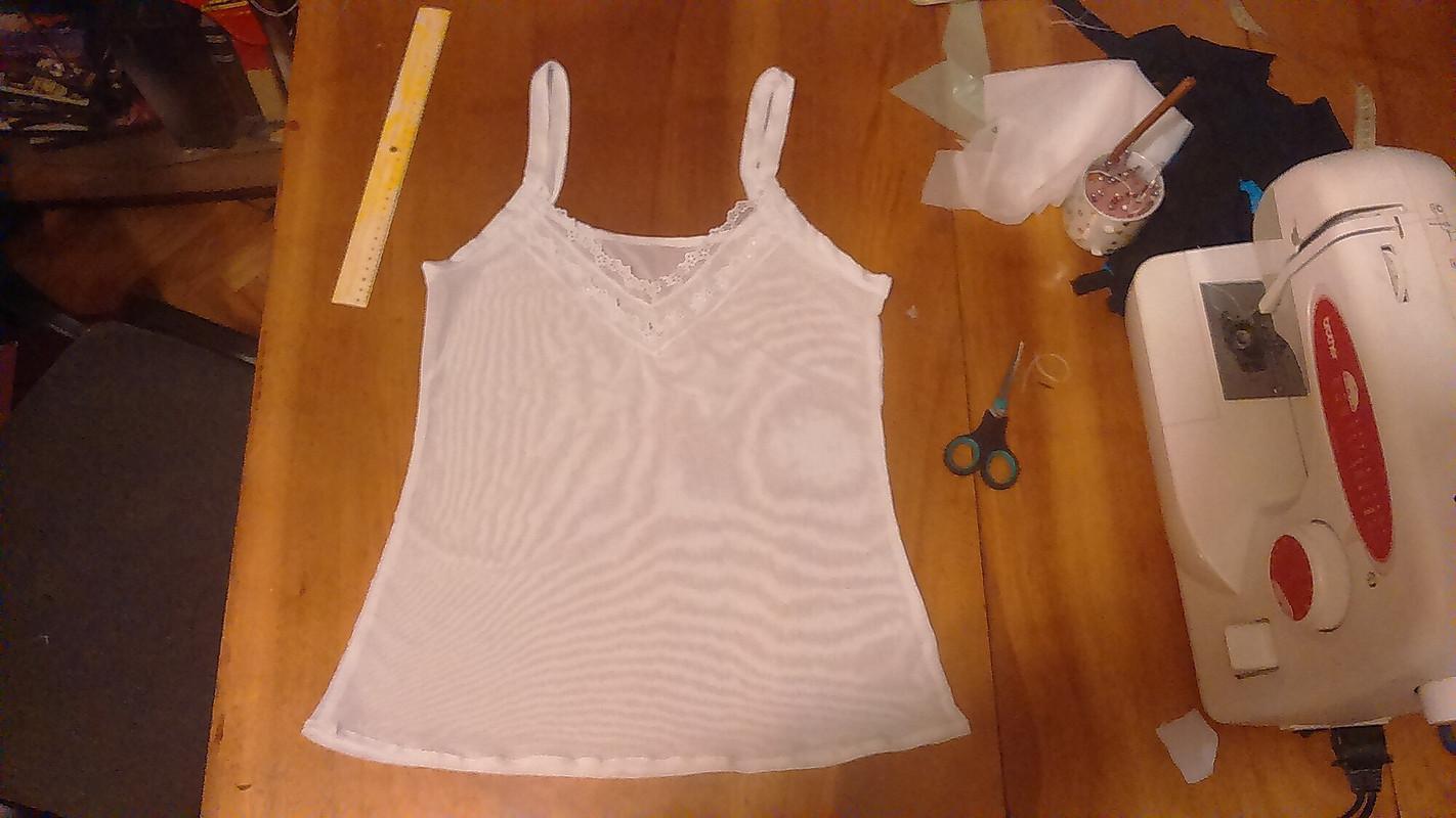 Маечка подпросвечивающуюся блузку