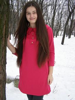 Работа с названием Алое платье
