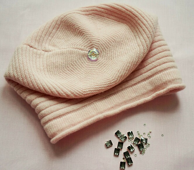 Украшаем вязаную шапку кристаллами Swarovski