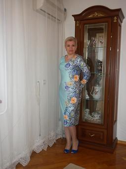 Работа с названием Первомартовское  платье
