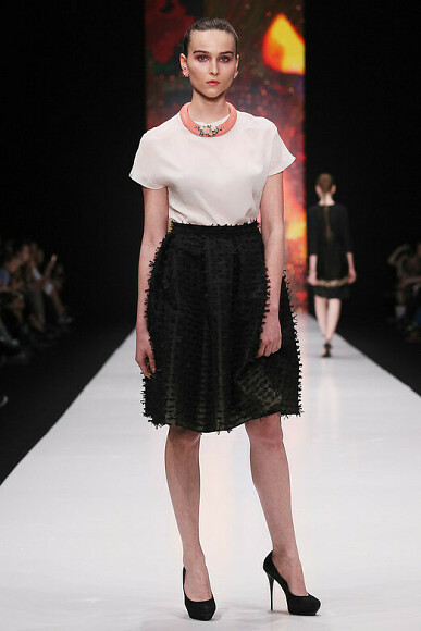 Коллекцию Oksana Fedorova наНеделе моды вМоскве представили мама идочь телеведущей