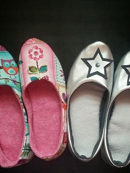Работа с названием Домашняя обувь из остатков ткани )