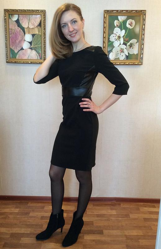 Платье свставками изкожи