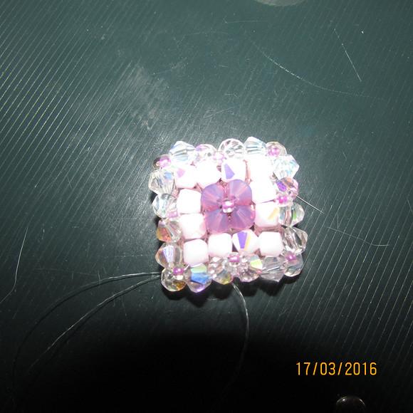 Розово- цикламеновый кулон набисерном шнур