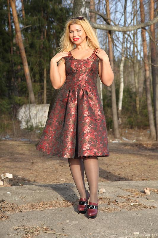 Платье бордо жаккард