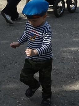 Работа с названием Военные брюки детские к 9 мая