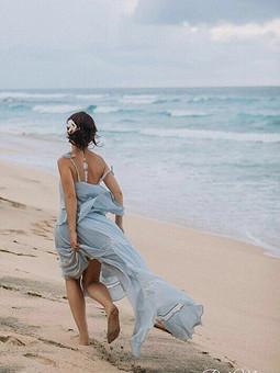 Работа с названием Серое свадебное платье