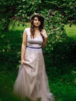 Работа с названием Розовое свадебное платье