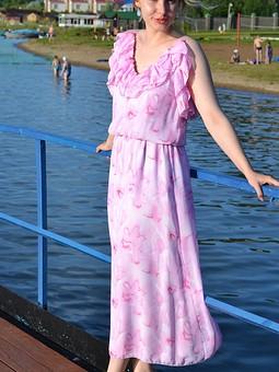 Работа с названием От Волги до Павловского водохранилища!Нежное платье