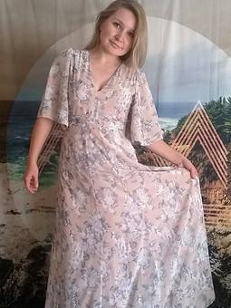 Работа с названием Июньское платье с пышными рукавами