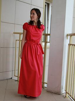 Работа с названием Яркое платье