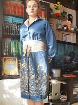 Работа с названием Платье из джинсовой ткани